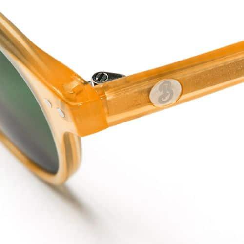 Beatnik solglasögon i färgen Cloudy Whiskey.